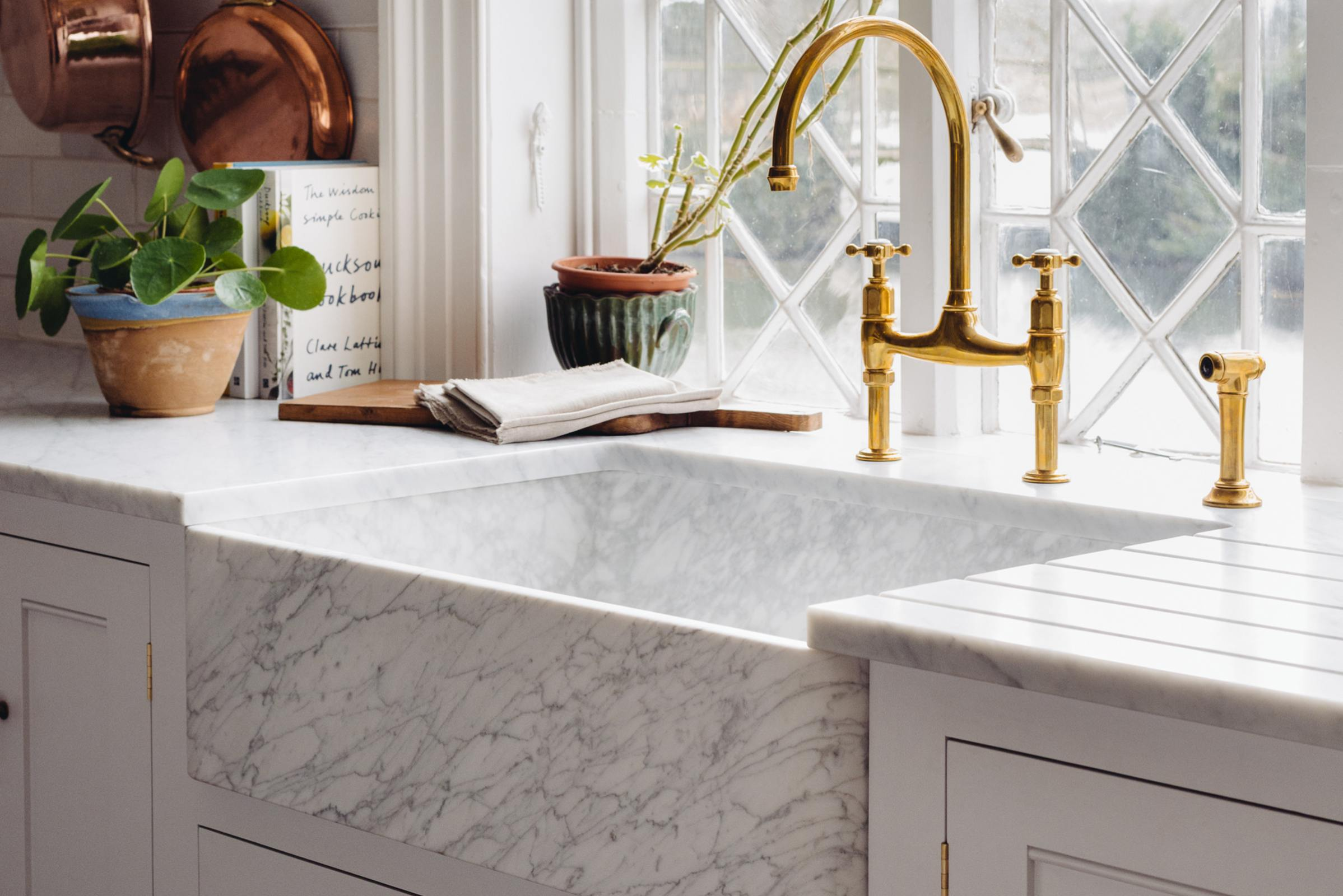 Milano Penthouse 31 1/2'' Single Marble Sink photo 2