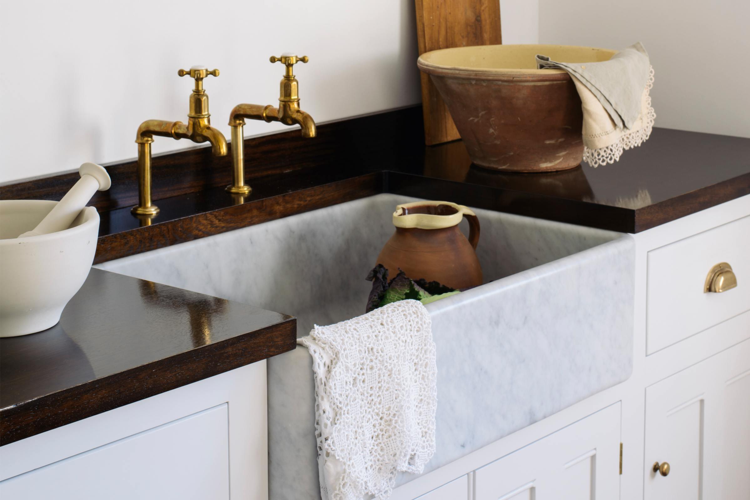 Tuscan Farmhouse 31 1/2'' Single Marble Sink photo 3