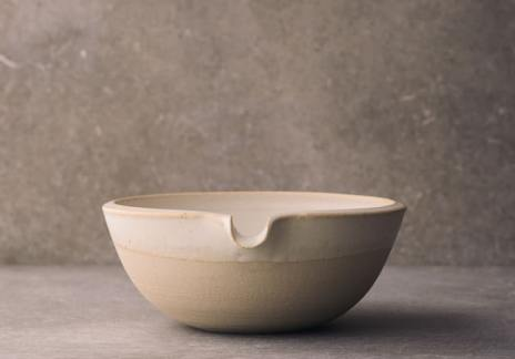 Medium Lipped Pouring Bowl